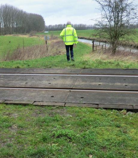 Onbeveiligde spoorwegovergang Mariënwaerdt wordt verwijderd