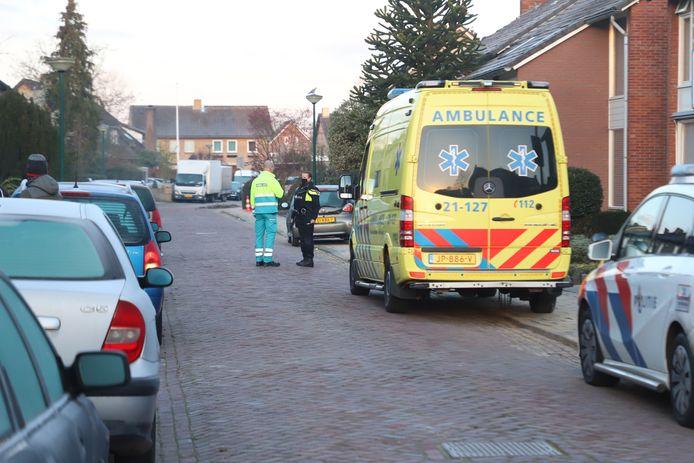 Een ambulance kwam naar de plek van de overval om de bewoner te controleren.