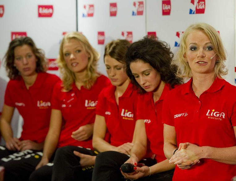 Vlnr: Janneke Ensing, Yvonne Nauta, Janine Smit, Mayon Kuipers en Thijsje Oenema van Team Liga. Beeld anp