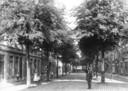 Steegoversloot ca. 1910, met links, moeilijk zichtbaar, de hoek waar bakker Kamerling zijn bakkerij had.