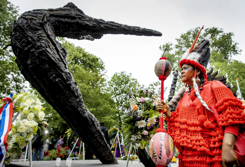 De landelijke herdenking in het Oosterpark van het slavernijverleden donderdag. Burgemeester Femke Halsema sprak daar namens het stadsbestuur excuses uit.  Beeld koen van weel/ANP