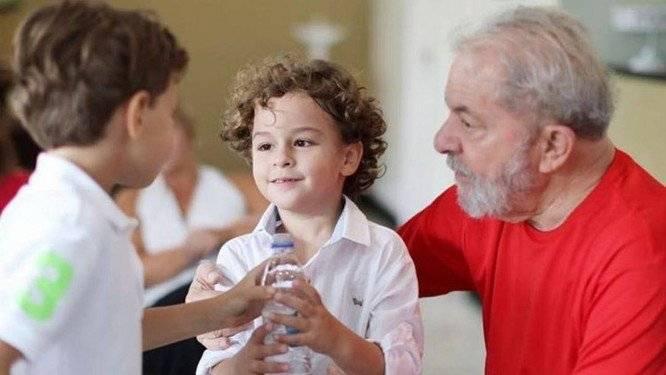 Braziliaanse oud-president Lula even cel uit na dood kleinzoon (7)