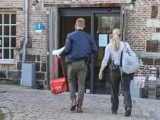 """Un homme """"mystérieux"""" infecté par la Covid enfermé dans un hôtel et surveillé 24 heures sur 24 par la police"""