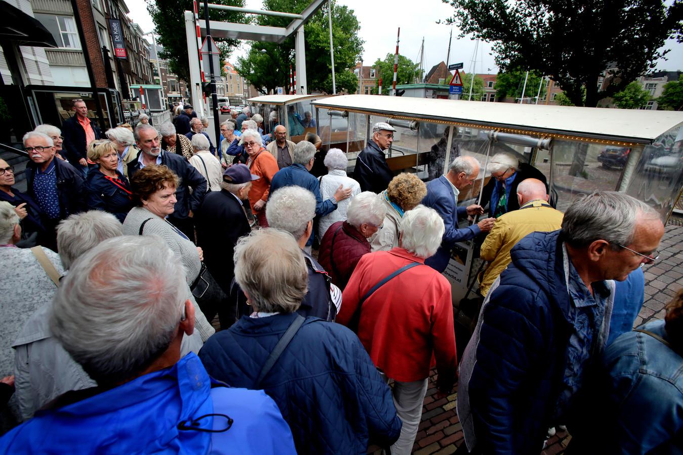 Grote groepen toeristen: ze zijn steeds vaker te zien in Dordrecht.