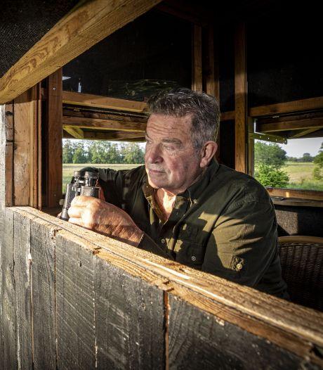 Johan (71) uit Rossum, jager die reekalfjes redt van de maaimachine: 'Elke avond wel even het veld in'