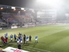 Lekker sfeertje in De Vliert: snel wat stoelen erbij voor nog meer fans van FC Den Bosch