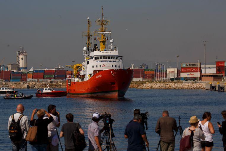 De Aquarius komt aan in Spanje. Het schip met 629 migranten aan boord werd door Italië geweigerd, waarna het een week later in Spanje aanmeerde. Beeld Getty Images