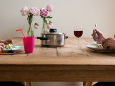 Meeste Nederlanders eten zonder tv en telefoon