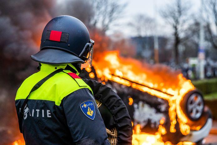 Drie maanden na de geweldsexplosie in het centrum van Eindhoven blijft de politie nog steeds relschoppersoppakken die toen tekeer gingen. Ze worden waar mogelijk aangeslagen voor de schade aan bijvoorbeeld de geplunderde Jumbo en de auto van Prorail die het moest ontgelden