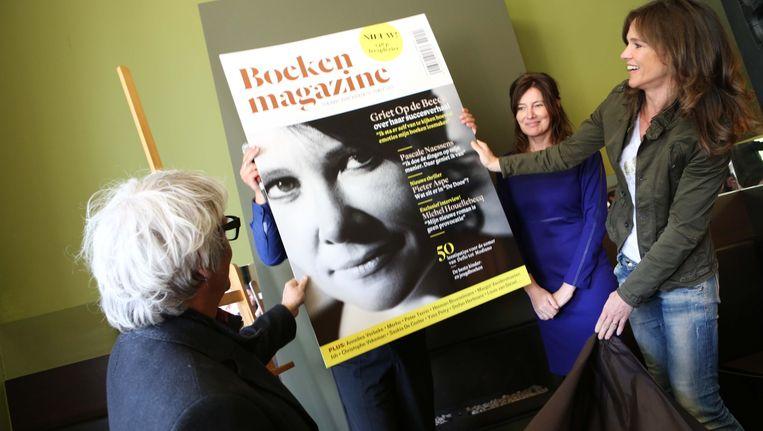 Pascale Naessens en Pieter Aspe mochten het gloednieuwe magazine plechtig 'onthullen'. Beeld BARBARA DE MUNNYNCK