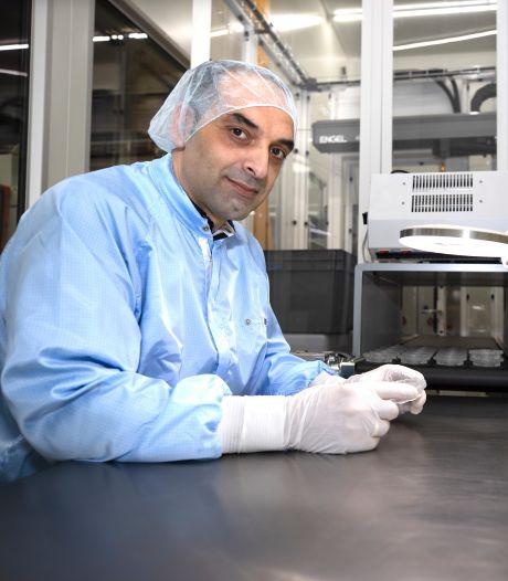 Eindhovenaar begon als inpakker, maar maakt inmiddels kunststof onderdelen voor coronatests bij Medanco in Veldhoven