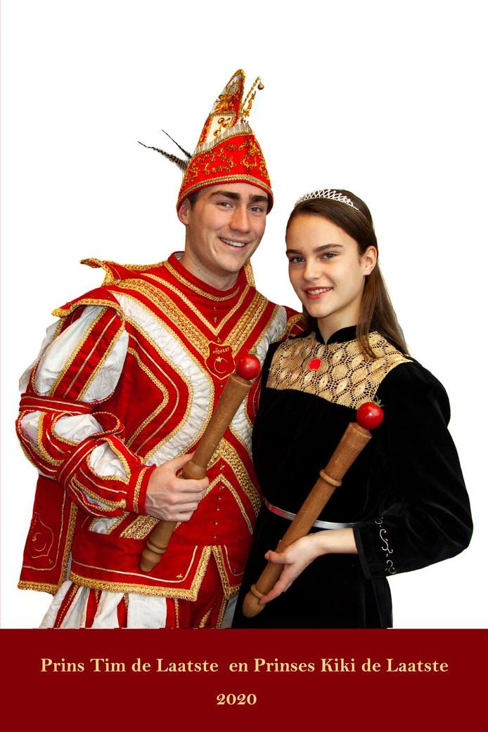 De laatste prins en prinses carnaval van carnavalsvereniging De Tomaat