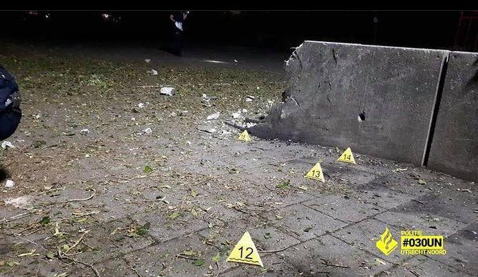De gigaknal werd veroorzaakt door waarschijnlijk een grote hoeveelheid zwaar knalvuurwerk, aldus de politie.