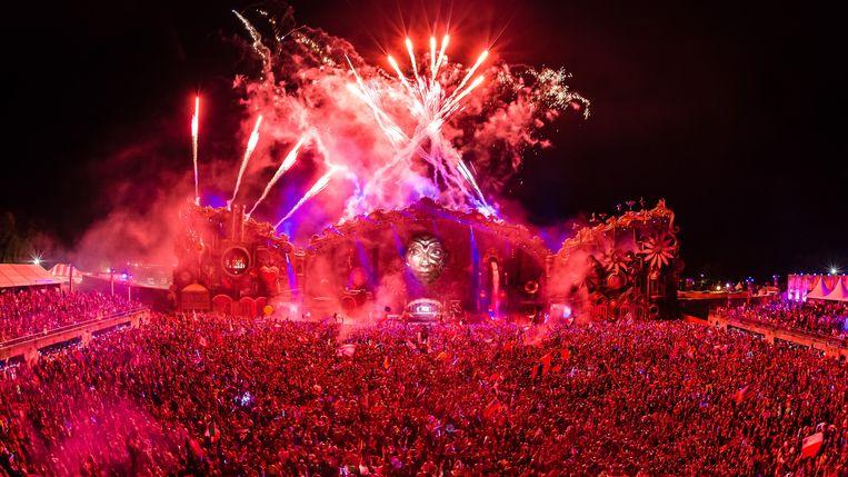 Vuurwerk boven het festivalterrein van TomorrowWorld gisteren. Beeld TomorrowWorld