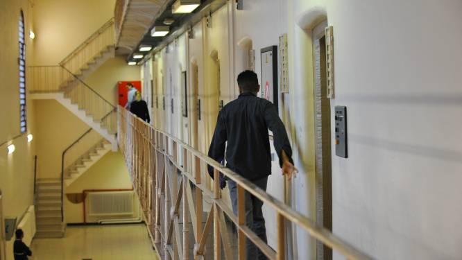 Gedetineerde riskeert jaar cel nadat cipiers meermaals drugs in zijn cel vinden