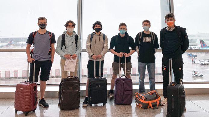 Het Belgische team voor vertrek: vlnr: Legend, Dash, Sharky, LDP, Zenzor en Adumon.