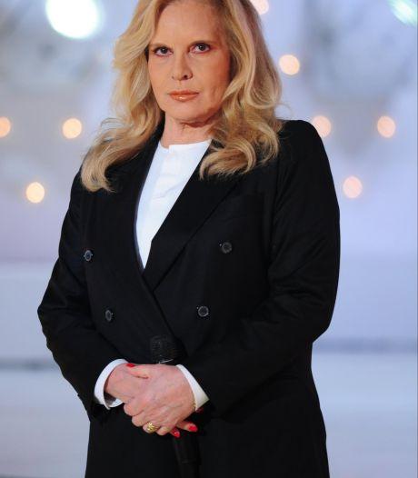 """Sylvie Vartan """"triste"""" que Johnny Hallyday soit """"si loin"""""""