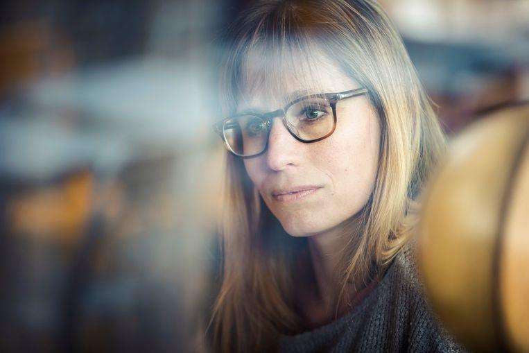 """Adeline Dieudonné: """"Ik had een artiestenstatuut, maar dat komt gewoon neer op stempelen en af en toe tijdelijke opdrachten doen."""" Beeld Jef Boes"""
