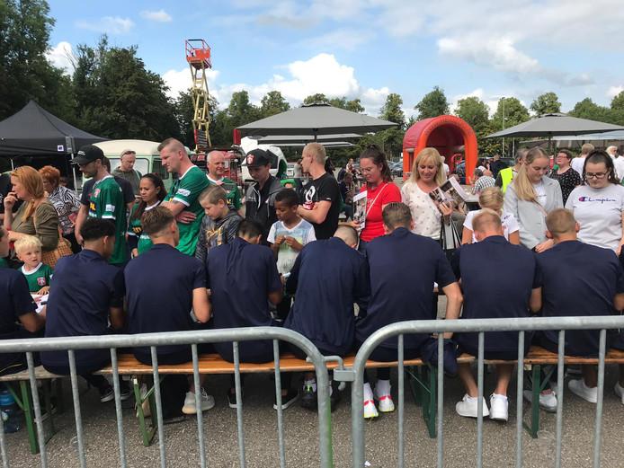 Drukte op de open dag van FC Dordrecht