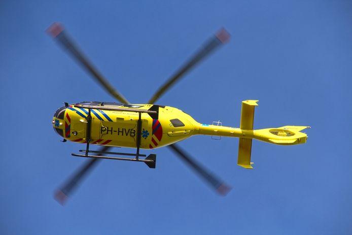 Een traumahelikopter werd opgeroepen om te assisteren bij het ongeval.