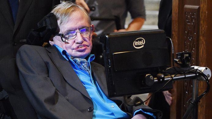 Stephen Hawking, atteint de la sclérose latérale amyotrophique (SLA) depuis plus de 50 ans, a encore répété son rêve de pouvoir voyager un jour dans l'espace. Il y a quelques années, Richard Branson lui avait lancé une invitation.