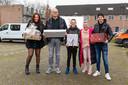 Corina de Smit (tweede van rechts) verraste haar gezin met een kerstwens.