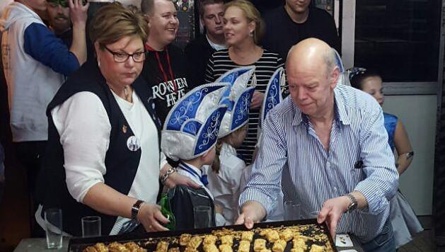Of de traditie van het saucijzenbroodje nu behouden wordt is nog niet duidelijk.