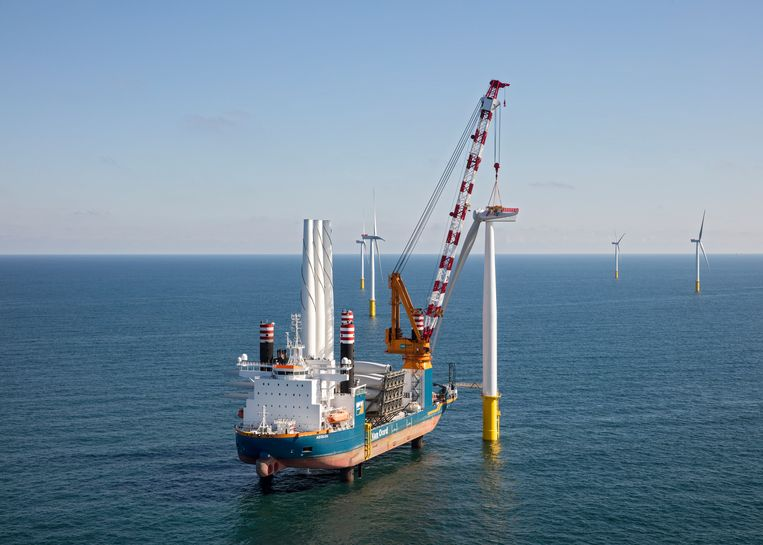 De bouw van windpark Gemini, boven Schiermonnikoog. Beeld RV