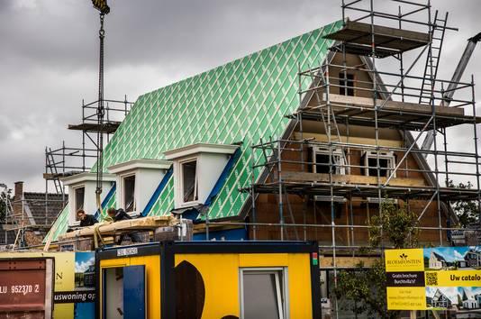 Nieuwe huizen worden geïsoleerd, maar Nederland moet meer aandacht hebben voor oudere, slecht geïsoleerde woningen, schrijft het PBL.