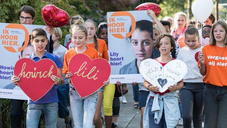 Honderden klasgenoten, vrienden en sympthatisanten liepen zondag mee tijdens de Hartentocht voor Howick en Lili. Beeld anp