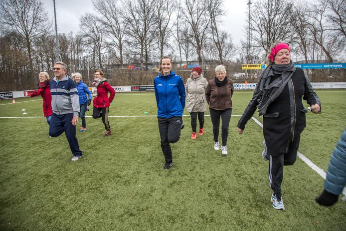Stoel Voor Ouderen : Senioren kom uit luie stoel! zwolle destentor.nl