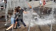 Fontein bezorgt Britse scholieren een fijne verfrissing