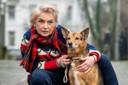 Ellen Tebbe met hond Dina, een podenco orito.