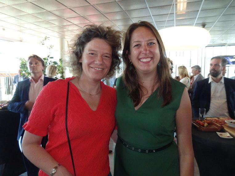 Oud-wethouder Carolien Gehrels met PvdA-leider Marjolein Moorman. Maar ja, voor in het onderschrift móet nog die ene vraag. 'Gehrels. G-E-H-R-E-L-S.' Check! Beeld Schuim