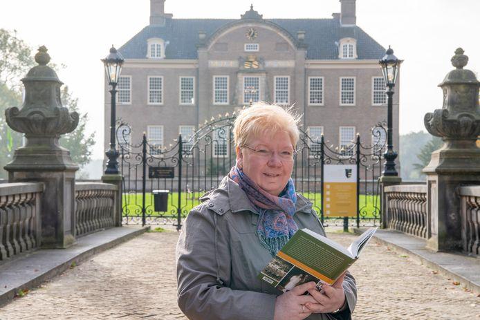Joke Draaijer schreef een biografie over Philip Dirk baron van Pallandt van Eerde.