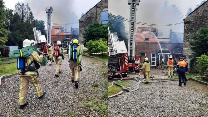 Gerestaureerde boerderij getroffen door hevige brand