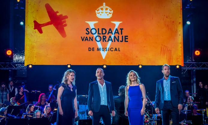 Vanaf zaterdag speelt de musical Soldaat van Oranje in een nieuwe samenstelling.