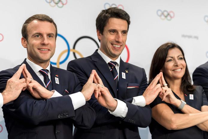 Tony Estanguet (au centre), le président du comité d'organisation des JO 2024.