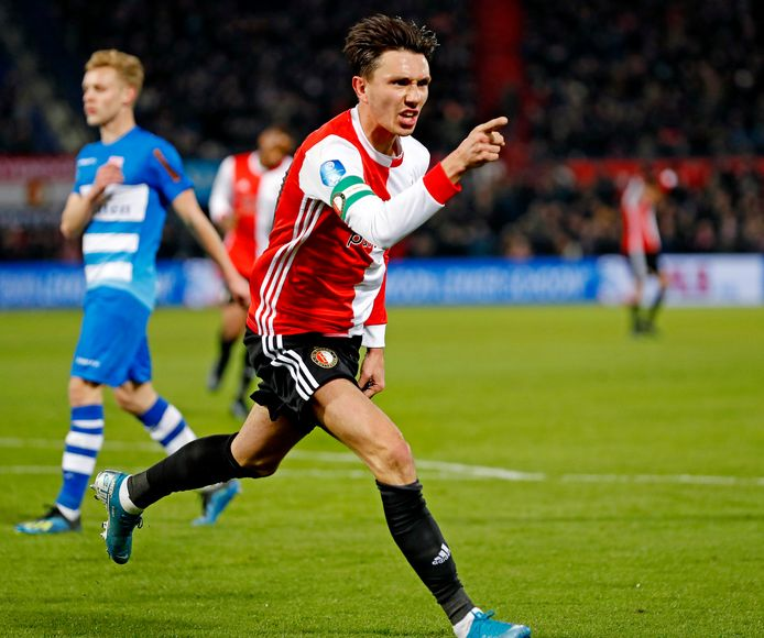 Steven Berghuis nadat hij Feyenoord op voorsprong zette in het spectaculaire duel met PEC Zwolle (3-4)
