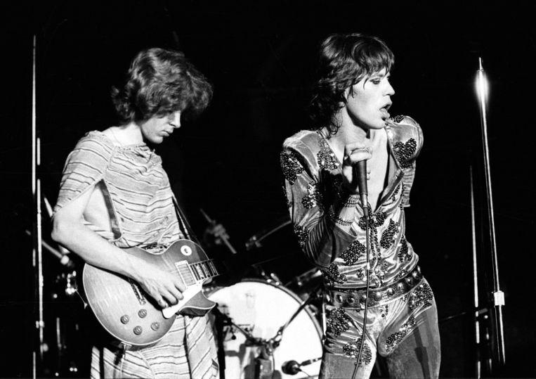 The Rolling Stones.Mick Taylor en Mick Jagger in 1973.'Taylor was een heel goede bluesgitarist. Als blanke is dat knap.' Beeld Ian Dickson/Corbis
