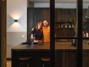 Koen en Cynthia verhuisden van Haarlem naar Enschede en toverden een bouwval om tot droomhuis