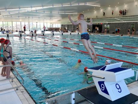Hoe deze zwemscholen kinderen droog laten oefenen tijdens de lockdown
