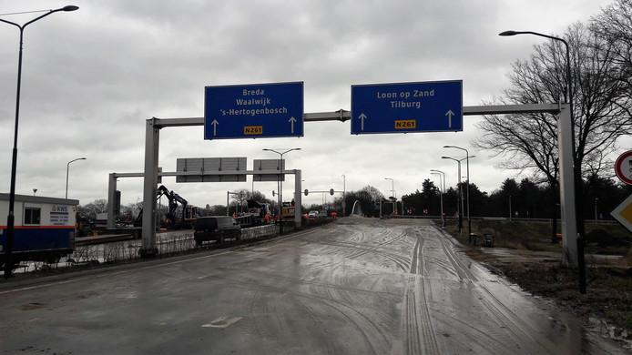 Het nog maagdelijke asfalt aan het begin van de Europalaan bij het Efteling Hotel in Kaatsheuvel.