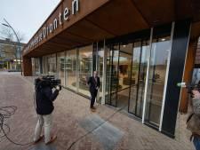 Dronten trots op koningsbuste mét baard in vernieuwd gemeentehuis