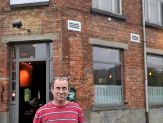 Inbrekers in café 't Gesproken Dagblad betrapt door buurman die naar het werk vertrekt