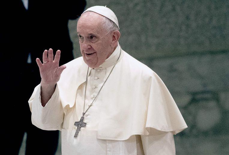 Paus Francis, die Hongarije slechts een halve dag zal bezoeken, werd in de Hongaarse media afgebeeld als een seniele oude man.   Beeld AFP