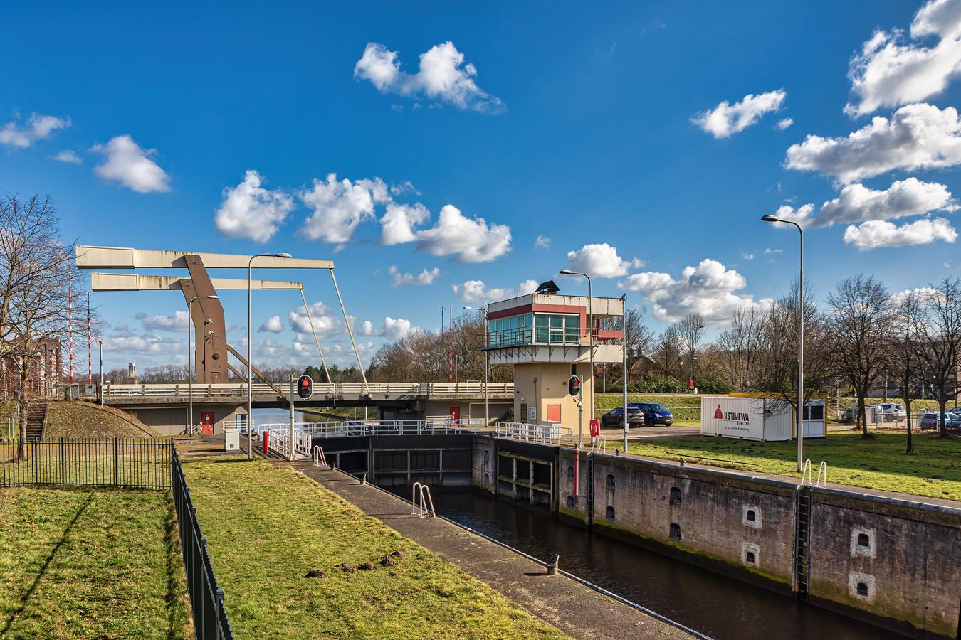 De brug over de Marksluis in Oosterhout was afgelopen week meermalen gestremd.