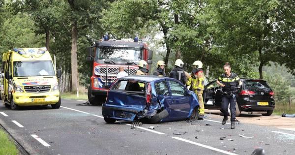 Twee gewonden bij ongeluk met drie autos in Ugchelen.