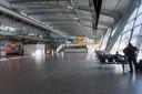 Een bijna lege terminal op Eindhoven Airport