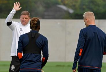 fotoreeks over Niks dan lachende gezichten op training PSG